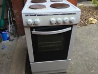 fully working electric cooker clean condition can deliver £75 please call 07936883771