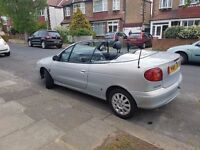 Stunning self folding Convertible renult megane dynamique 16v in great condition low milage