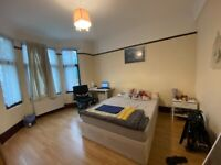 5 Bed Room House 3 bath/toilet 2 Min From Leyton Tube ( No Agent call Please)