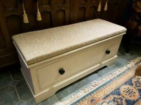 Chest of drawers/ottoman