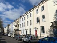 Light and Airy Two Bedroom Flat in Clifton