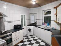 4 bedroom flat in Porters Avenue, Dagenham, RM8 (4 bed) (#689869)