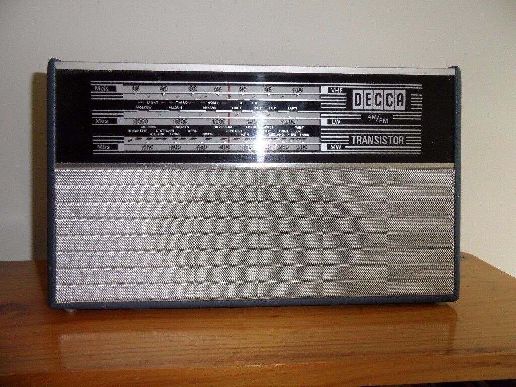 VINTAGE DECCA TRANSISTOR RADIO - VHF - LW - MW - AM - FM - AS SEEN - SEE PICTURES.