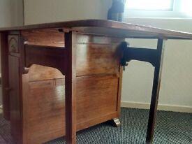 Harris Lebus Pembroke cottage style dinning table