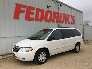 2007 Chrysler Town & Country Touring Package ***2 Year Warranty