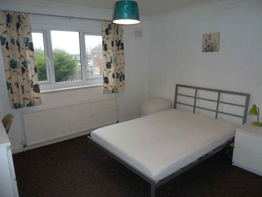 Sunny good sized room in Eastham/Bromborough