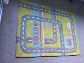 VertBaudet children's rug and light shade