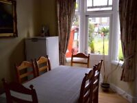 3 BED HOUSE WITH 2 RECEPTIONS TO RENT IN GANTS HILL FOR £1550PCM! LARGE GARDEN AND DRIVEWAY!