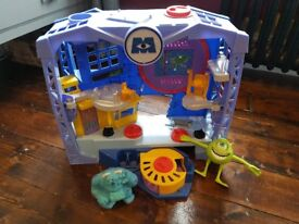 Monsters inc Playset and figures