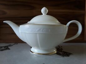 New in a box teapot Villeroy&Boch White Pearl