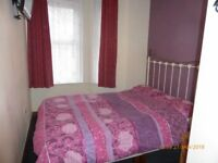 Single en suite room in quiet house at the Triangle town centre.