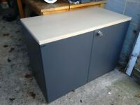 Storage filing cabinet with lock and key heavy duty in very good condition can deliver local
