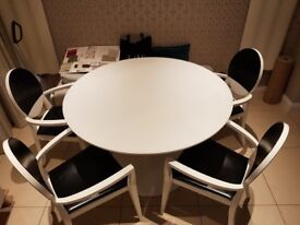 Planet white round Table 120cm with glass top and Deja Vu chairs by Calligaris