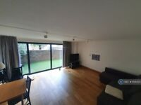 3 bedroom flat in Hind Grove, London, E14 (3 bed) (#654350)