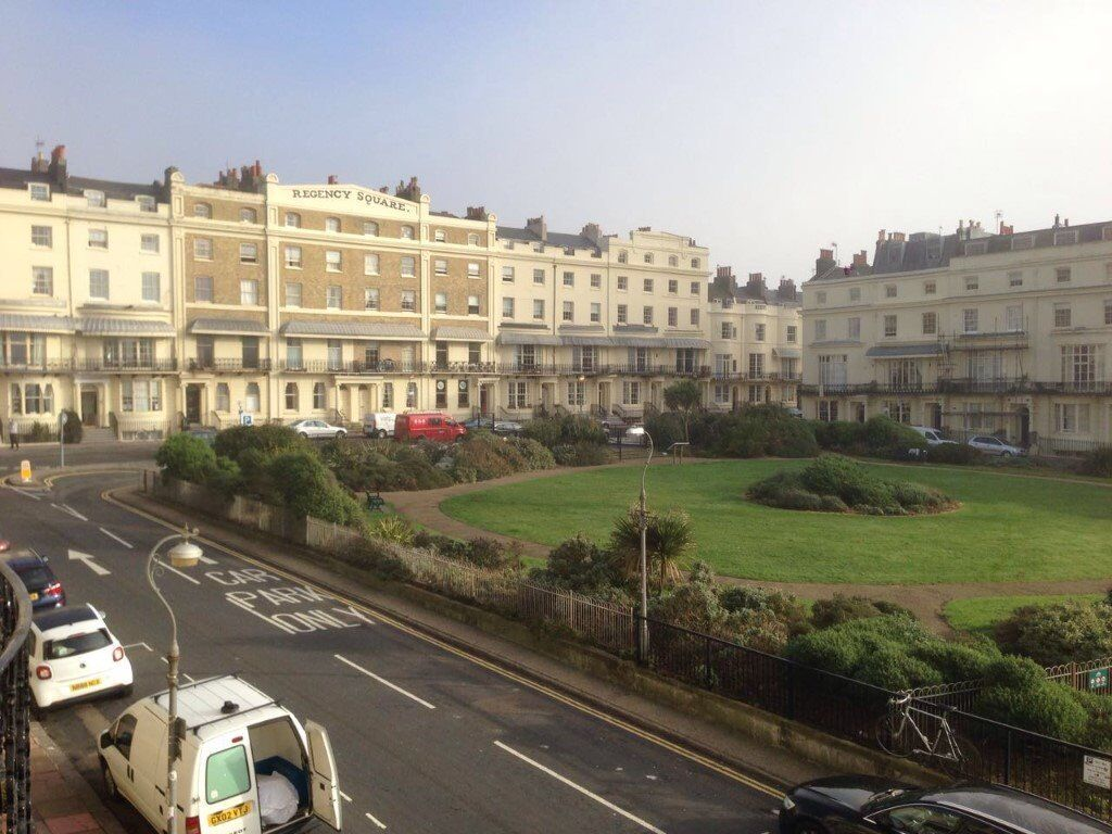 Bedsit to rent on famous Regency Square