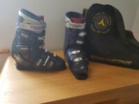 Ski boots SIZE 9 made by Lange with boot bag. Excellent condition.