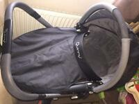 Quinny buzz travel system with maxi cosy pebble car seat and isofix base
