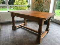 Solid oak 6 seater table