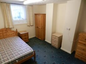 Room in warm secure and friendly house share in Hunters Lane Wavertree