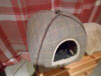 Luxury Cat Igloo Bed - - £8 - - -