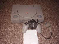 PLAYSTATION 1 WITH GAME ORIGINAL ONE