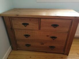 Solid pine drawers in excellent condition 2+2