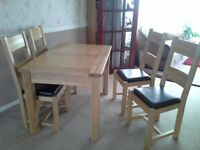 Oak Dining Table (extendable) with 4 x Chairs - Immaculate