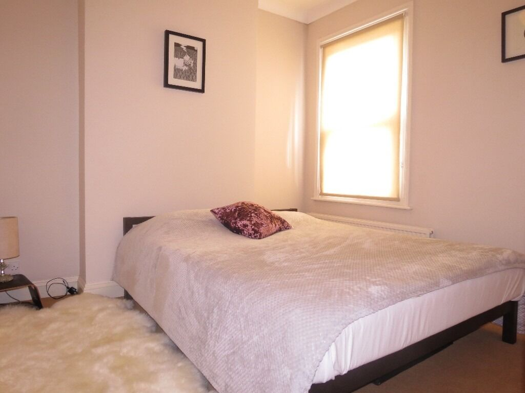 Superb 1 Double Bedroom Flat With Private Garden on The Apostles In Raynes Park 2 Minutes To Station