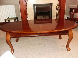 Beautiful oval mahogany coffee table with queen anne legs