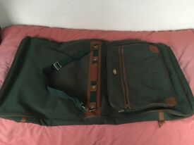 Green canvas suitbagm