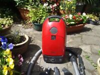 Miele Cat and Dog S316 1500 Watts Very Good Suction 3 Tools.