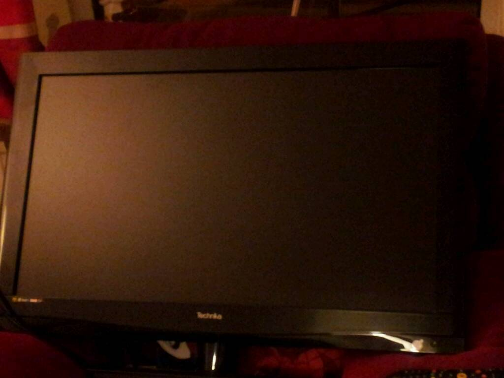 "Faulty Technika 32"" lcd flat screen tv for spares or repairs"