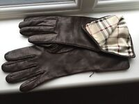 Woman's Burberry leather gloves