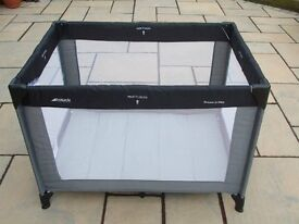 Hauck Dream'n'Play travel cot Suitable from birth to 3 years.