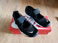New Boxed Nike Air Rift Trainers Adult Size 5.5