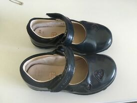 Girls/Infant Navy Clarks Patent Shoes Size 6