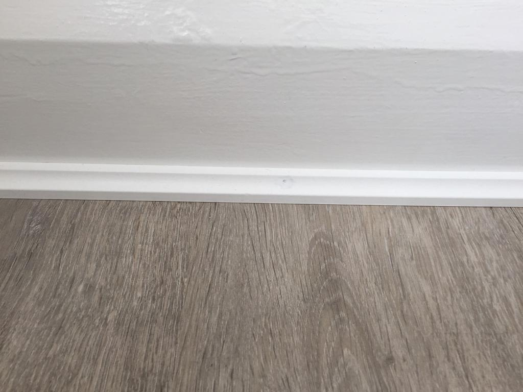 Laminate Flooring White Beading Designs