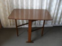 SMALL VINTGAE TEAK EFFECT GATE LEG DROP LEAF EXTENDING DINING TABLE IDEAL FOR SMALL SPACES CARAVANS