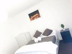 Nice spacious double room in 3 Bedroom House.