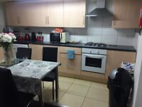 2 bedroom 2 bath flat near train station, bus stop,Tesco's, amenities, new carpets, of Stockport Rd