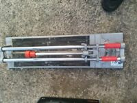 tiling tools incl. tile cutter max capacity 600mm. New cutting wheel. Good working order.