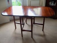 SOLID MAHOGANY DROP LEAF DINING TABLE IN VERY GOOD CONDITION