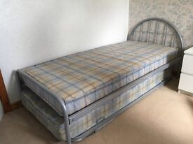 Single Bed (with guest bed)