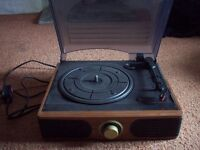 DERENS VINTAGE RETRO RECORD PLAYER / TURNTABLE. Good working order.
