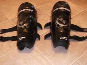 Shoulder Pads and Shin Pads Belleville Belleville Area image 1
