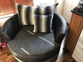 Large swivel chair Never used