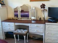 Large dressing table + gratis spray paint.