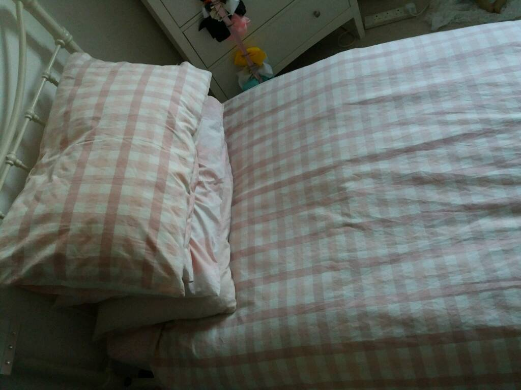 Single bedding and vases