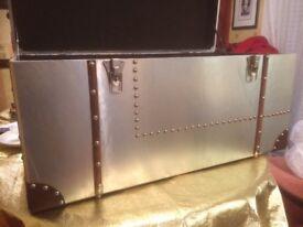 Aluminium chest