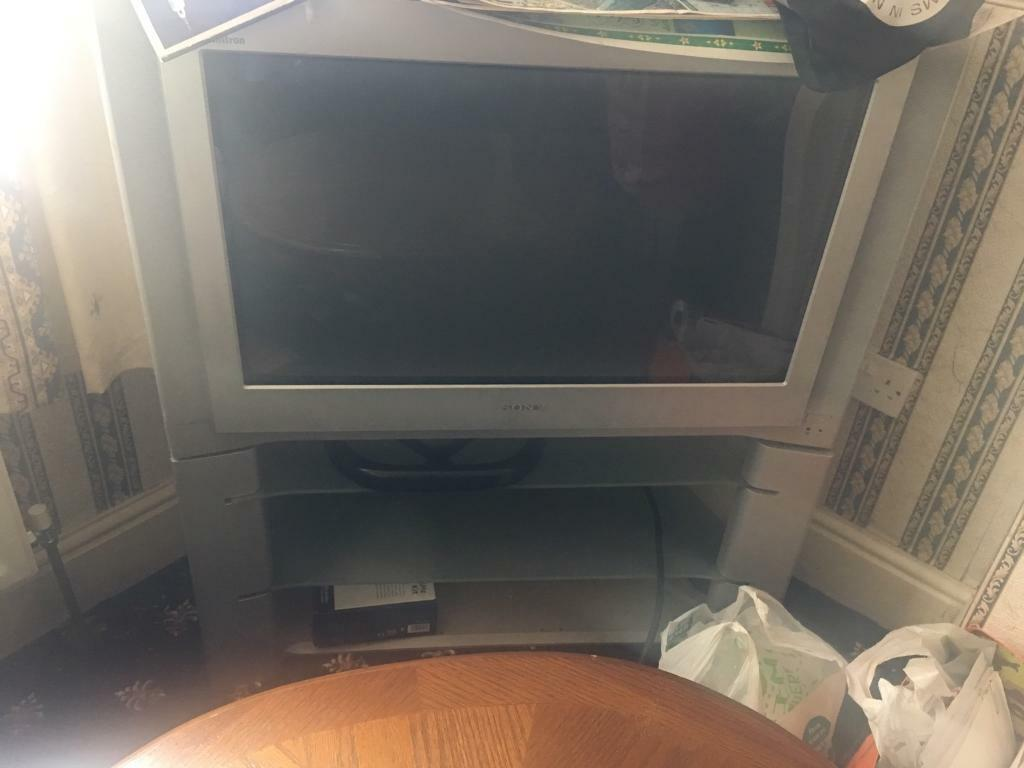 Free television Sony with remote and stand